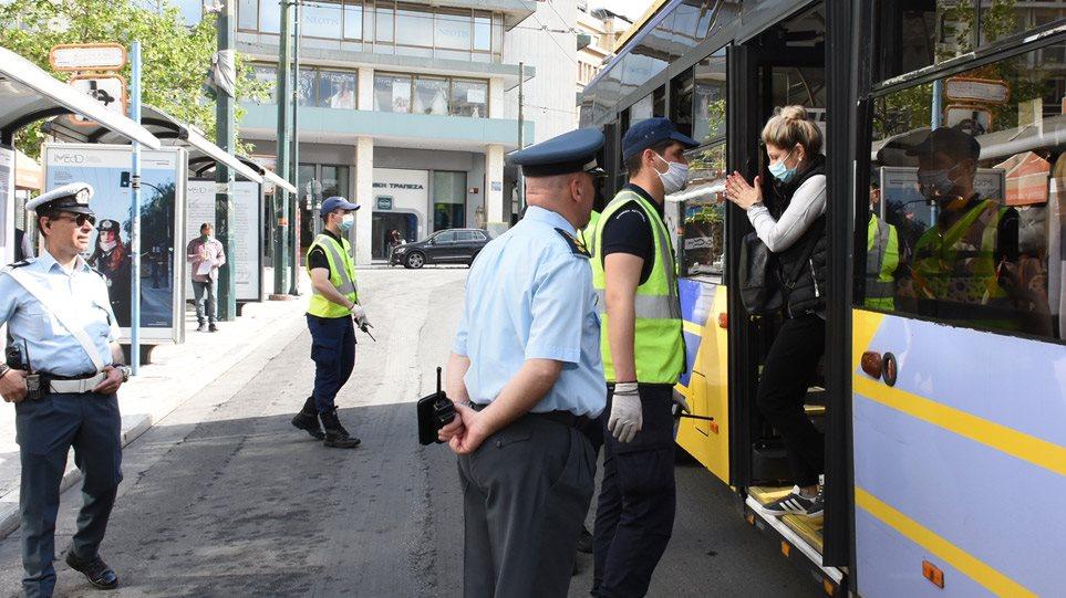Άρση μέτρων: Αγχωμένοι οι επιβάτες σε μετρό, λεωφορεία – Φορούν μάσκες, τηρούν αποστάσεις – Με κορδέλες «ακυρώνουν» καθίσματα στα ΜΜΜ – Από τις 7 το πρωί έπιασαν δουλειά σε κομμωτήρια και κέντρα αισθητικής! – Εντατικοί έλεγχοι από ΕΛΑΣ και δημοτική αστυνομία! (ΦΩΤΟ&ΒΙΝΤΕΟ)