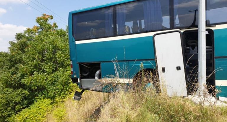 """Τρόμος σε λεωφορείο του ΚΤΕΛ Κέρκυρας! Λύθηκε το χειρόφρενο και """"έφυγε"""" προς το γκρεμό! (ΒΙΝΤΕΟ)"""