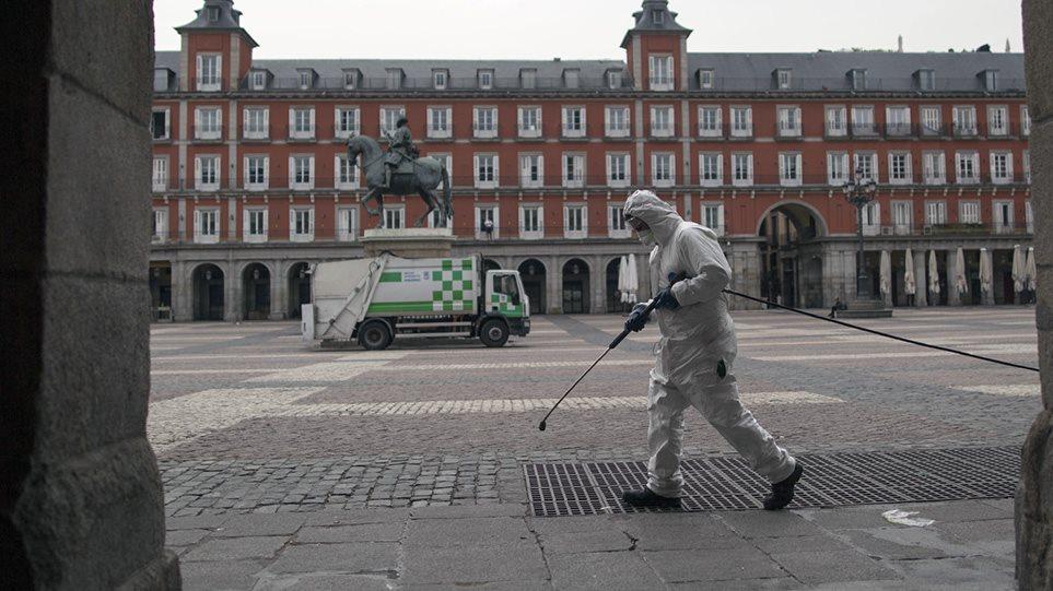 Κορωνοϊός: Συγκλονίζουν οι αριθμοί – 462 θάνατοι και 4.517 κρούσματα μέσα σε 24 ώρες στην Ισπανία (ΒΙΝΤΕΟ)