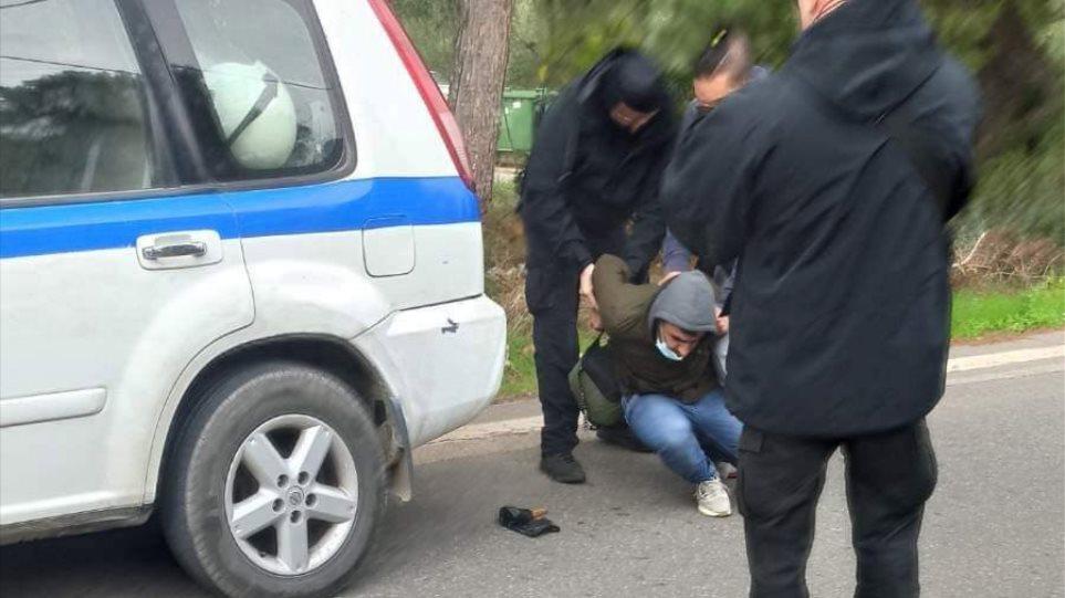 Συμπλοκές ΜΑΤ με μετανάστες στη Μαλακάσα – Συνελήφθη Αφγανός που απείλησε αστυνομικό με μαχαίρι! (φωτο)
