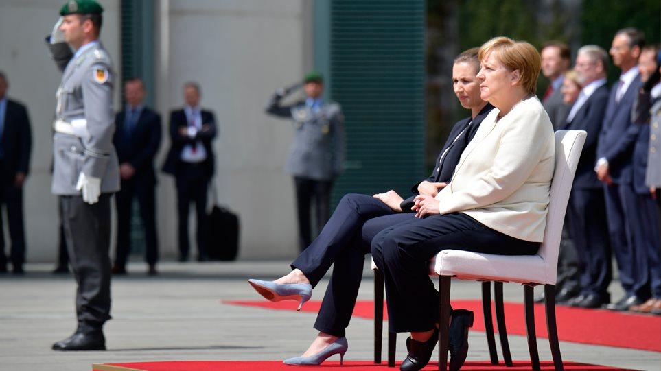 Μέρκελ τρέμουλο: Υποδέχθηκε καθιστή τη Δανή πρωθυπουργό! (vid)