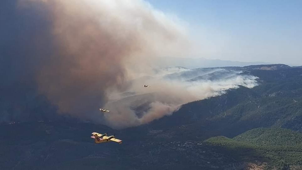 Φωτιά γίγας: Στα 11,5 χιλιόμετρα το μέτωπο της πυρκαγιάς στην Εύβοια!