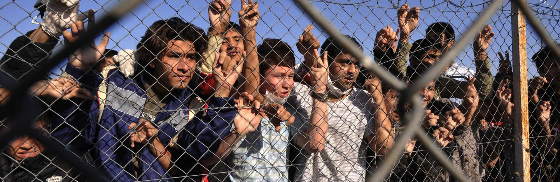 Άρον άρον… στέγασον αυτούς! Μετά τις μονές, στρατόπεδα και αεροδρόμια για τους μετανάστες!