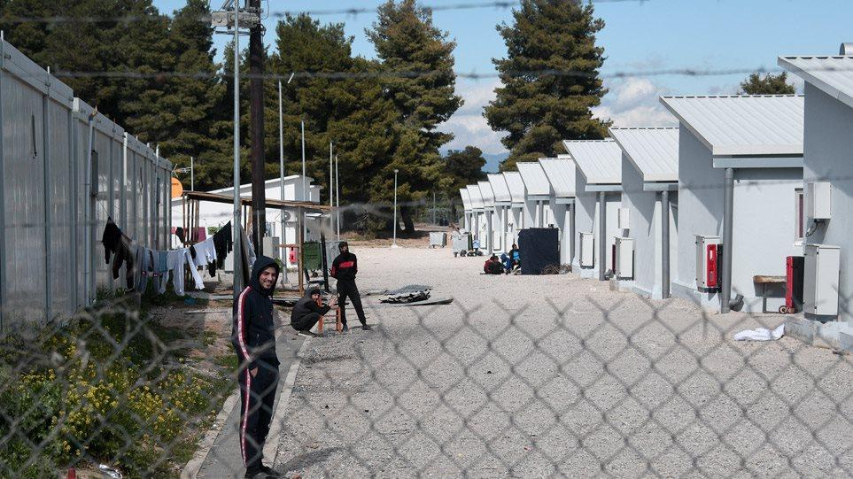 Κορωνοϊός: Θρίλερ με 10 αστυνομικούς που ήρθαν σε επαφή με μετανάστη θετικό στον ιό από τη Μαλακάσα