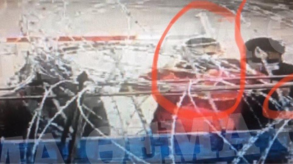 ΦΩΤΟ – ΝΤΟΚΟΥΜΕΝΤΟ! Μετανάστες στον Έβρο βιντεοσκοπούν τις κινήσεις Ελλήνων αστυνομικών και στρατιωτών!