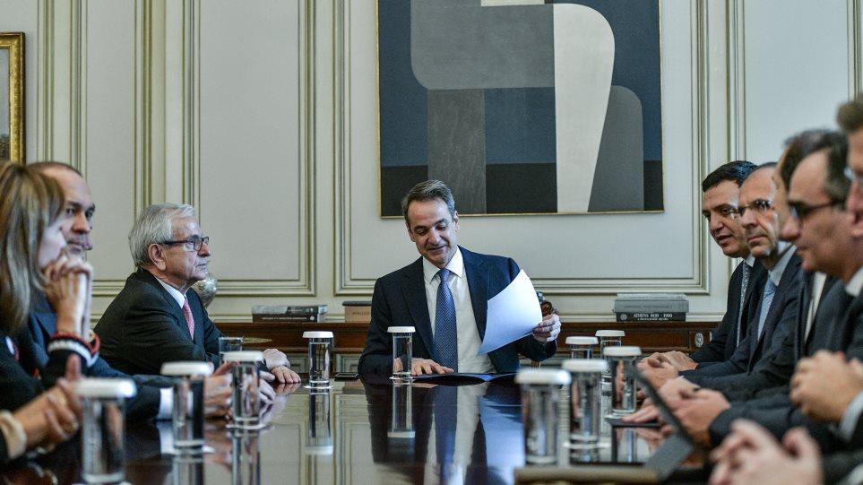 Συνάντηση Μητσοτάκη – εφοπλιστών: Δωρεά έξι εκατ. ευρώ για νέες τουαλέτες και κλινοσκεπάσματα στα νοσοκομεία!