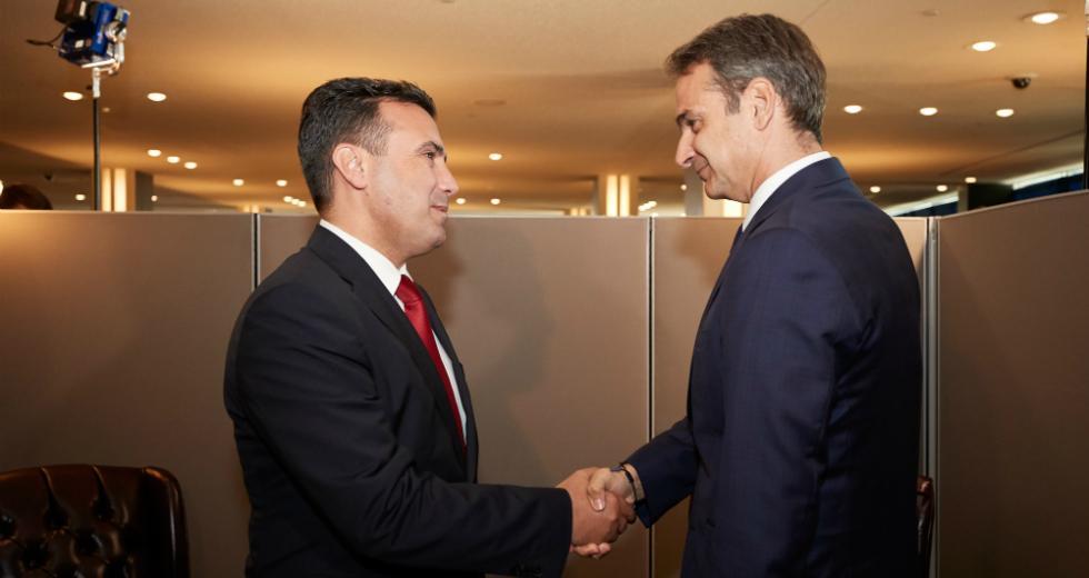Χωρίς τέλος οι κυβερνητικές κωλοτούμπες στο Σκοπιανό! Τώρα… στρώνουν χαλί για ένταξη!