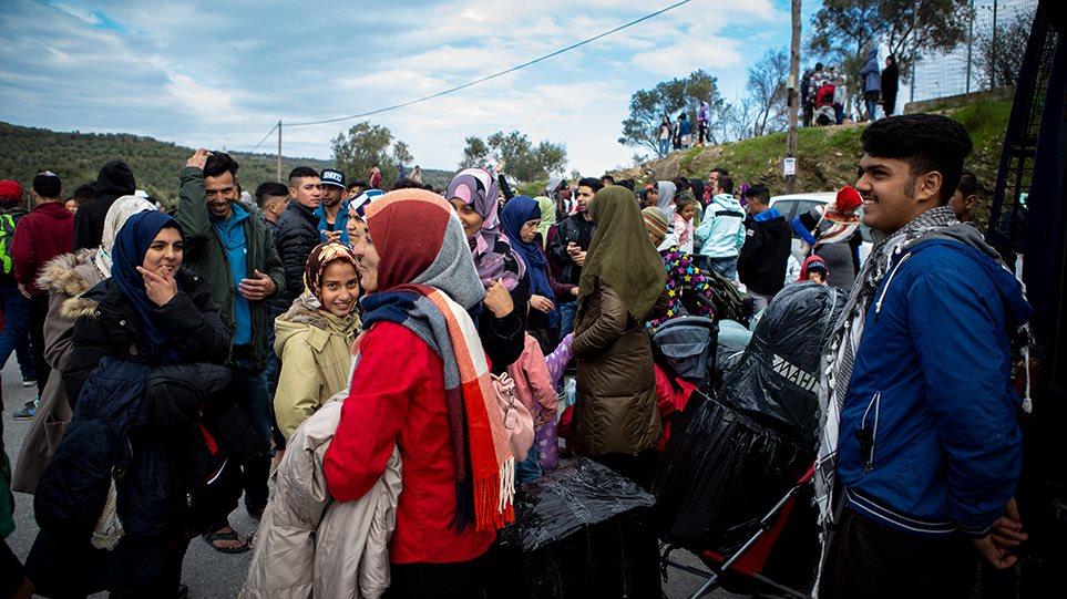 Προσφυγικό: Σχέδιο Χρυσοχοΐδη για ισοκατανομή των μεταναστών στις 13 Περιφέρειες – Έρχεται νομοσχέδιο
