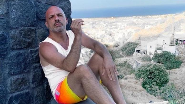 Νίκος Μουτσινάς: Αποκάλυψε για πρώτη φορά ότι έχει σχέση – το κρυφό τατουάζ! (φωτο)