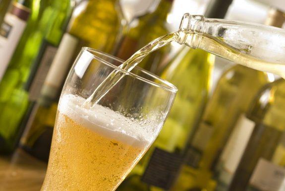 Πώς να παγώσεις τη ζεστή μπίρα σε 2 λεπτά! (ΒΙΝΤΕΟ)