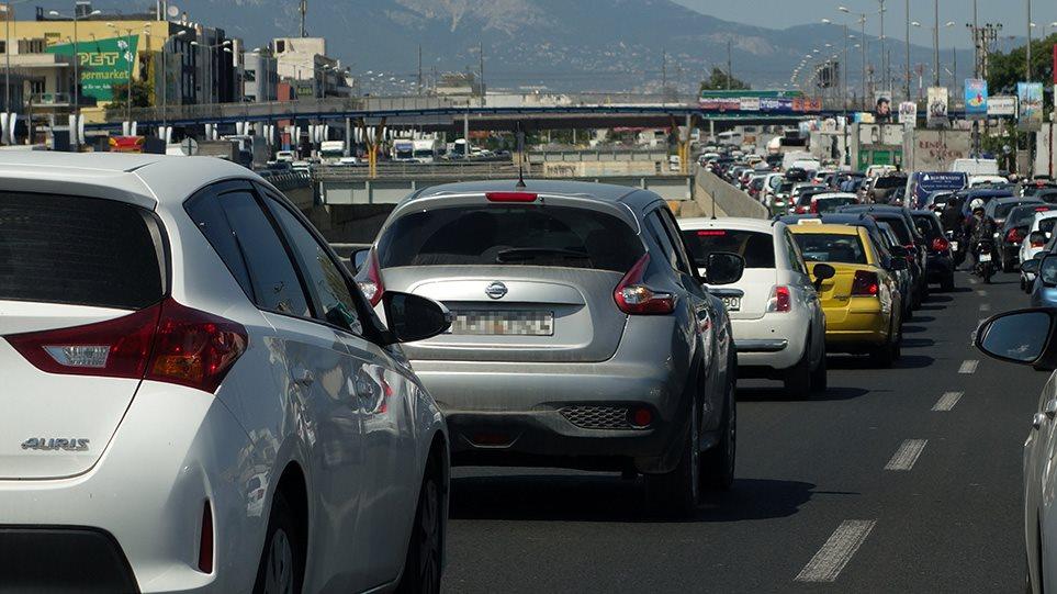 Κίνηση τώρα: Μεγάλο μποτιλιάρισμα στον Κηφισό από ανατροπή φορτηγού – Ουρά χιλιομέτρων! Αποφύγετε αυτή την ώρα  την περιοχή για τις μετακινήσεις σας
