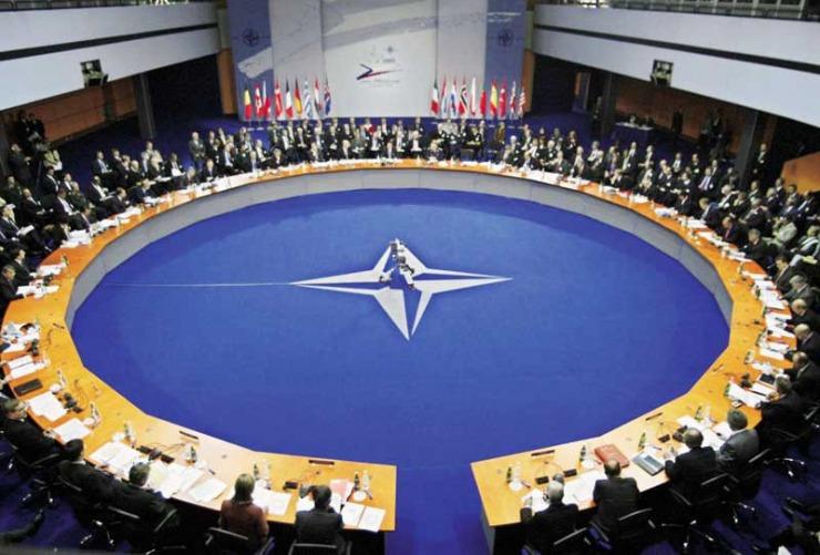 Ασκήσεις πολέμου από Ρωσία και Ουκρανία: Το ΝΑΤΟ ζητάει από τη Μόσχα αποκλιμάκωση και στηρίζει το Κίεβο
