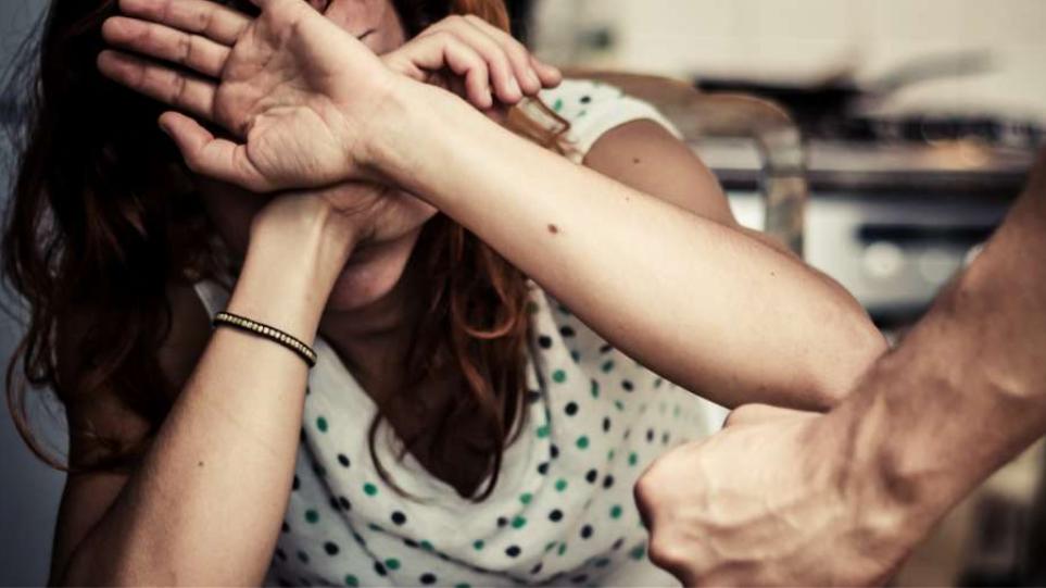 Φρίκη στη Νέα Σμύρνη: Αλλοδαπός παρουσία 4 ατόμων βίασε και κούρεψε 25χρονη!