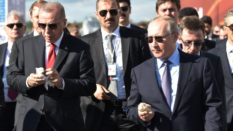 ΟΡΓΙΑΖΟΥΝ οι ΦΗΜΕΣ! «Πράκτορας» του Πούτιν η γυναίκα που σέρβιρε παγωτό στον Ερντογάν;