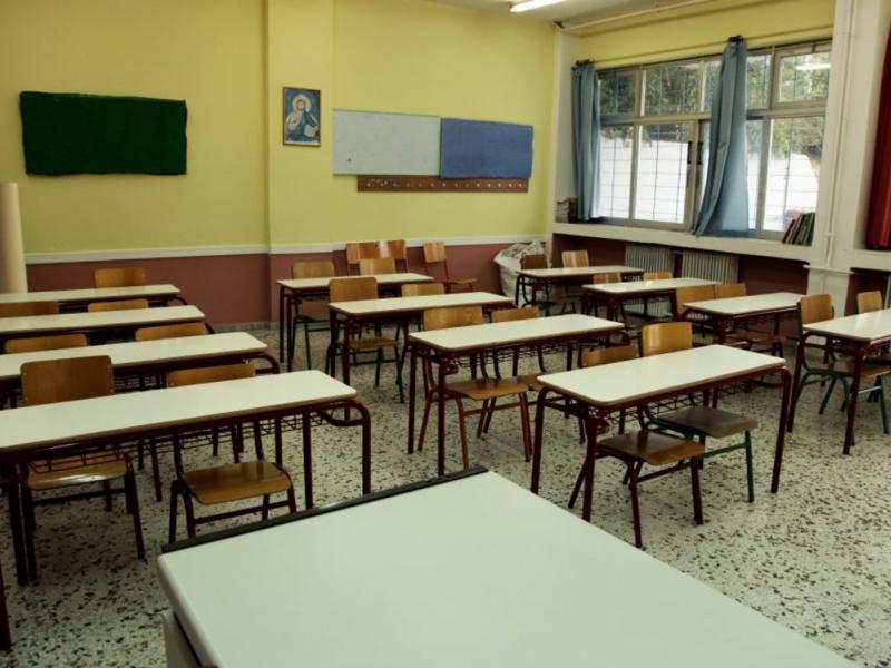 Βεβήλωσαν την ελληνική σημαία σε σχολείο στο Αγρίνιο