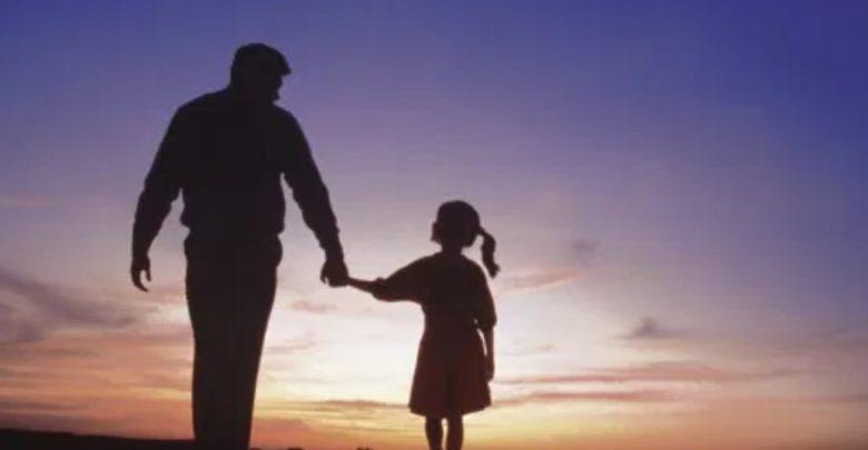 ΝΤΡΟΠΗ! Πετάνε στο δρόμο 33χρονο και την 8χρονη κόρη του – Αν ήταν αλλοδαποί θα τα είχαν όλα τσάμπα…