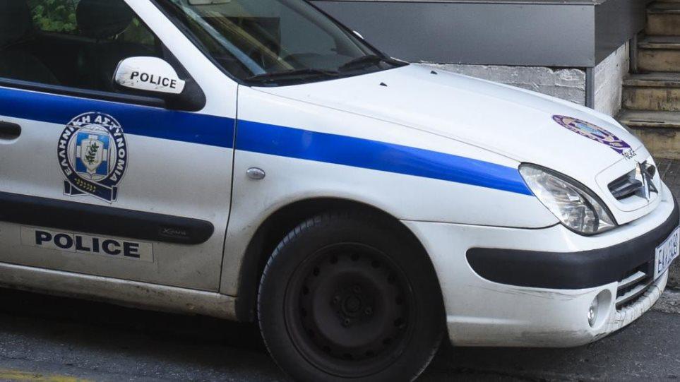 Καμίνια: Άγρια συμπλοκή με έναν νεκρό και δύο τραυματίες μέσα σε σπίτι