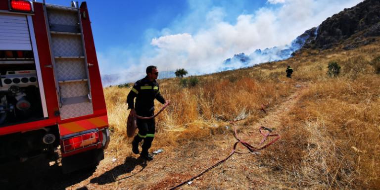 Φωτιά στο Λουτράκι -Εκκενώθηκαν δύο μοναστήρια, επί τόπου ο Χαρδαλιάς! (βιντεο)