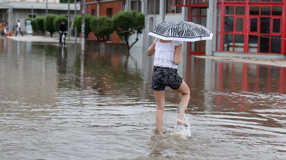 Καιρός: Έκτακτο δελτίο επικίνδυνων φαινομένων – Καταιγίδες μέχρι το πρωί της Τρίτης