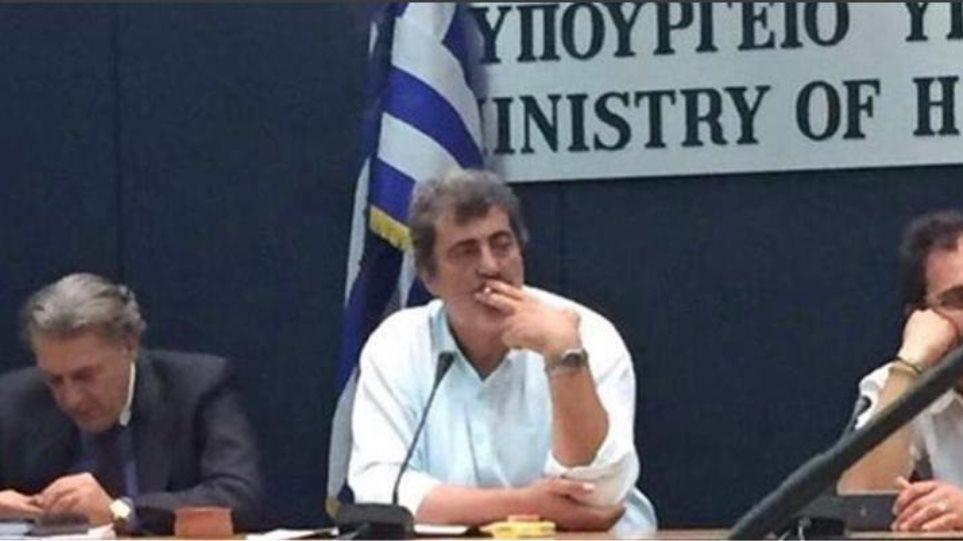 ΝΔ: Απαντά σε άρθρο του Τσίπρα με φωτογραφία του Πολάκη να καπνίζει!