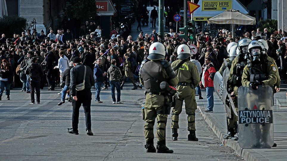 Επέτειος Γρηγορόπουλου: Κλειστό το κέντρο της Αθήνας από τη μαθητική πορεία! (βιντεο)