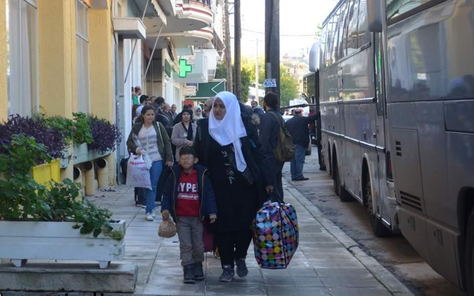ΧΑΜΟΣ στην Σπάρτη με τους μετανάστες! Εφθασαν 5 πούλμαν – Συνοδεία αστυνομικών η μεταφορά τους σε ξενοδοχείο! «Είναι Σύριοι όλοι αυτοί; Καταντήσαμε ο σκουπιδότοπος της Ελλάδας» (ΒΙΝΤΕΟ)