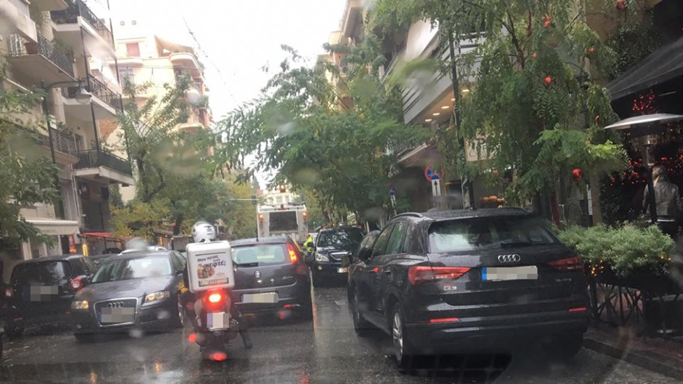 Κυκλοφοριακό χάος στην Αθήνα – Άφαντη η δημοτική αστυνομία! (ΦΩΤΟ)