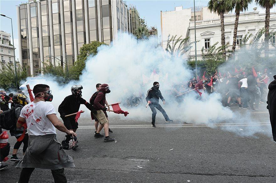 Χημικά και κρότου λάμψης στην πορεία των φοιτητών στην Αθήνα! (BINTEO)