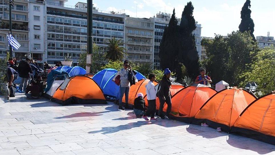 Από την κατάληψη της… Μονμάρτης στο Σύνταγμα οι πρόσφυγες (ΦΩΤΟ)