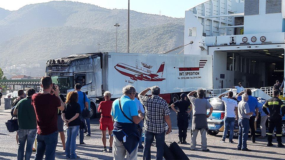 Ηγουμενίτσα: Λαχτάρισαν το πρωί του Σαββάτου οι 538 επιβάτες του πλοίου «Olympic Champion» της ΑΝΕΚ! Από νταλίκα ξεκίνησε η φωτιά… (ΦΩΤΟ&ΒΙΝΤΕΟ)