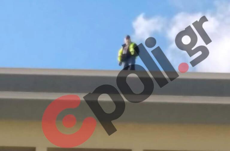 Υπουργείο Εσωτερικών: Απολυμένος συμβασιούχος στην ταράτσα του κτιρίου!