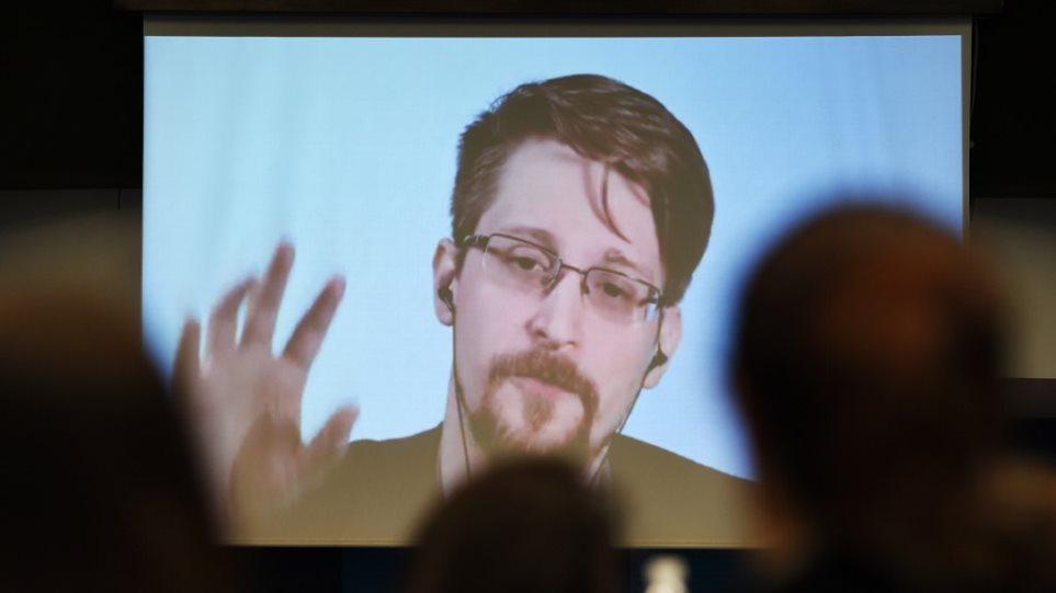 Έντουαρντ Σνόουντεν: Το «βαθύ λαρύγγι των υποκλοπών» στις ΗΠΑ κάνει πιο προσωπικές αποκαλύψεις!