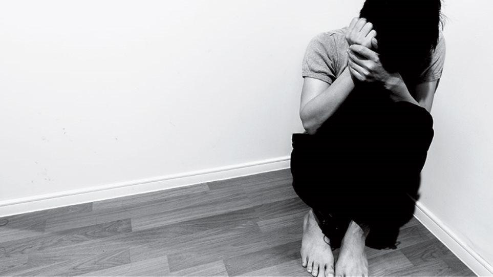 Σοκ στη Φθιώτιδα για την υπόθεση παιδεραστίας: Επί τρία χρόνια δικηγόρος βίαζε 11χρονη