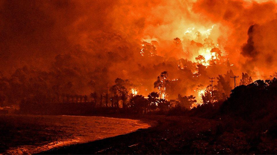 Φωτιά στον Σχίνο Κορινθίας: Εκκενώθηκαν οικισμοί – Προληπτική εκκένωση και στο Αλεποχώρι -Σε ύφεση το μέτωπο