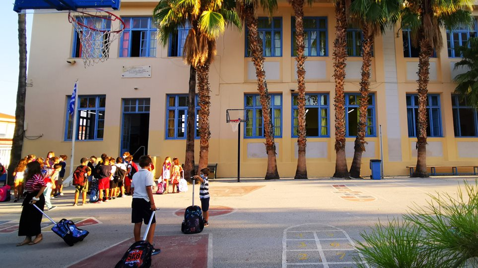 Κρούσματα σε σχολεία: Πότε και πώς κλείνουν – Αναλυτικά το πρωτόκολλο του ΕΟΔΥ