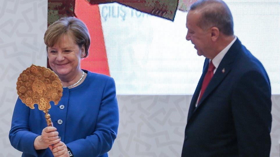 Η τουρκόφιλη γερμανική πολιτική και το φρένο της Μέρκελ σε κυρώσεις στον Ερντογάν