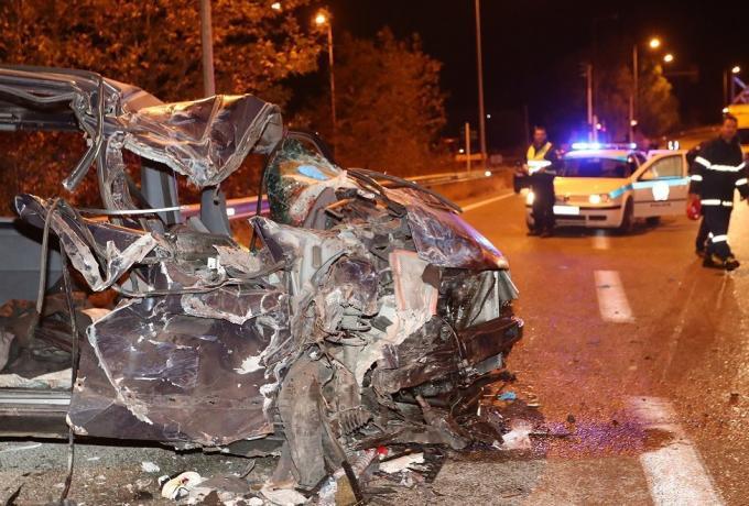 Φρικτό τροχαίο δυστύχημα στην Κορίνθου-Πατρών: Φορτηγό καρφώθηκε σε Ι.Χ.
