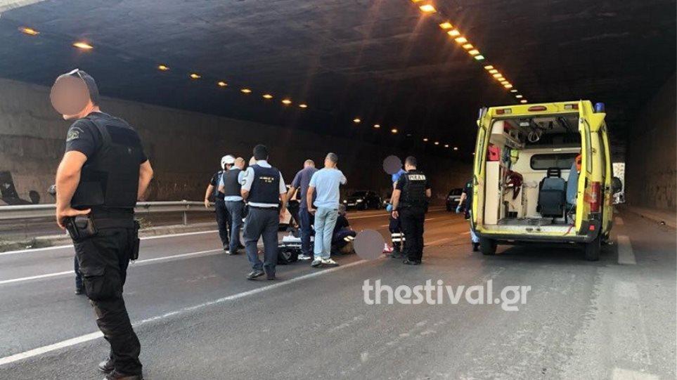 Σοκ στη Θεσσαλονίκη: Πήδηξε από γέφυρα για να αυτοκτονήσει και έπεσε σε μοτοσικλετιστή! (ΦΩΤΟ)
