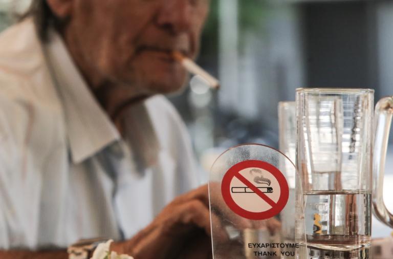 «1142» Σε ισχύ η τηλεφωνική γραμμή καταγγελιών για.. καπνιστές!