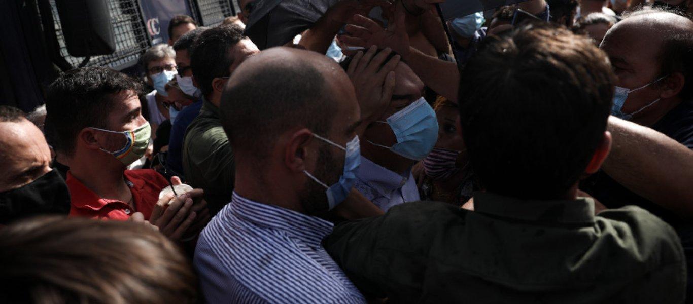 Δίκη Χρυσής Αυγής: Ένταση έξω από το Εφετείο – Προπηλακίστηκε ο Α.Τσίπρας (φώτο)