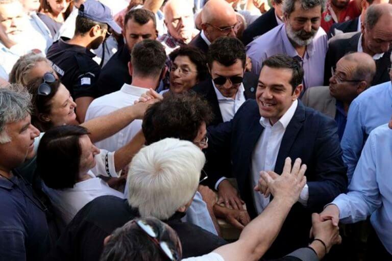 ΧΑΛΛΑΡΑ! Στην Κρήτη συνεχίζονται οι διακοπές της οικογένειας Τσίπρας!