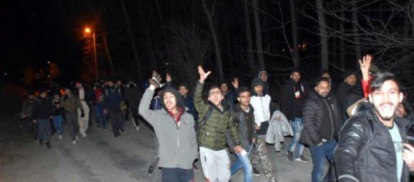 Βίντεο: Παράνομοι μετανάστες στον Έβρο βάζουν παιδάκια πάνω στην φωτιά για να δείχνουν κλαμένα και δυστυχισμένα!