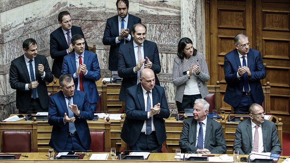 Συνταγματική Αναθεώρηση: Μόνο ο ΣΥΡΙΖΑ είπε «όχι» στην ψήφο των αποδήμων!