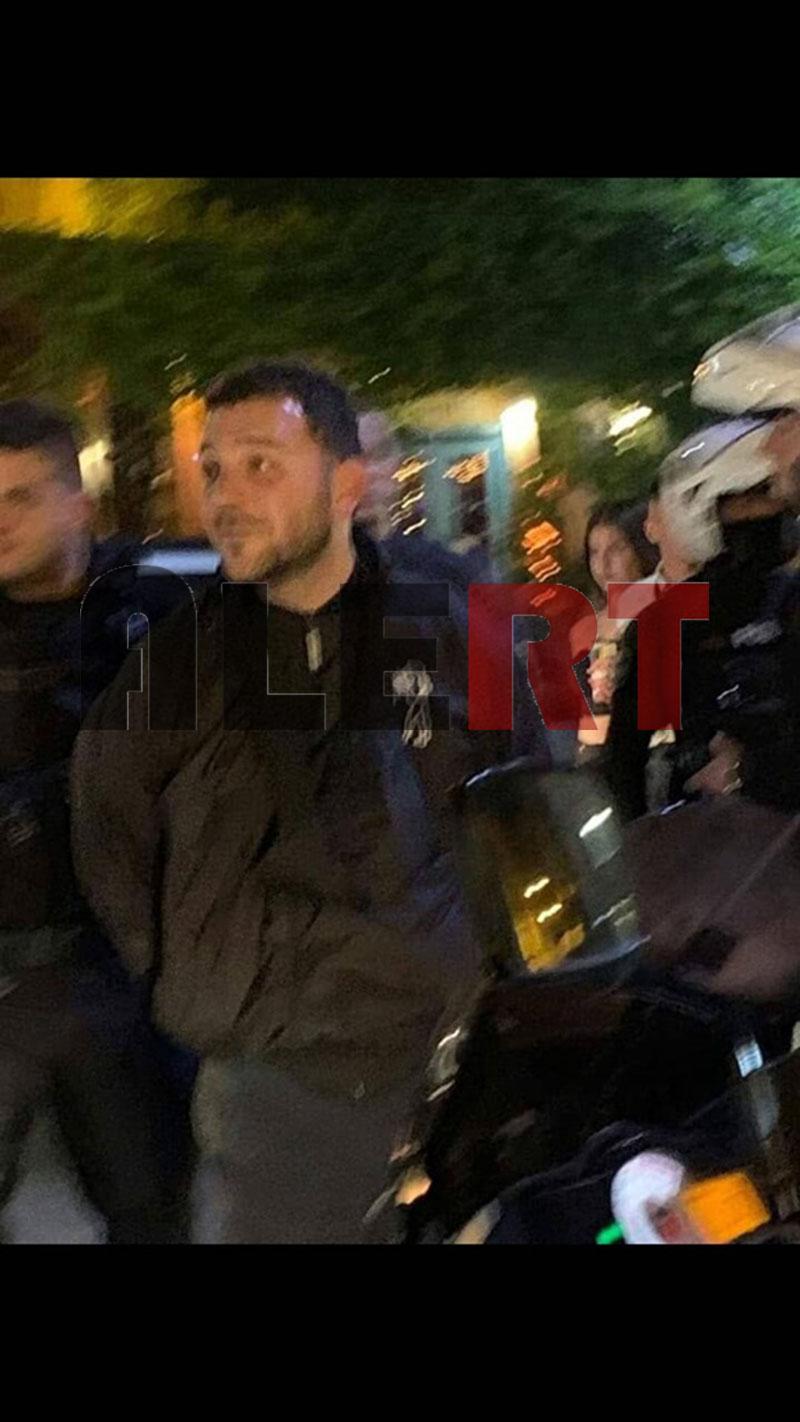 ΑΠΟΚΛΕΙΣΤΙΚΕΣ ΦΩΤΟ «ALERT»: Επίθεση με μολότοφ κατά των ΜΑΤ στα γραφεία του ΣΥΡΙΖΑ: Ο γιος του Βούτση ανάμεσα στους προσαχθέντες!