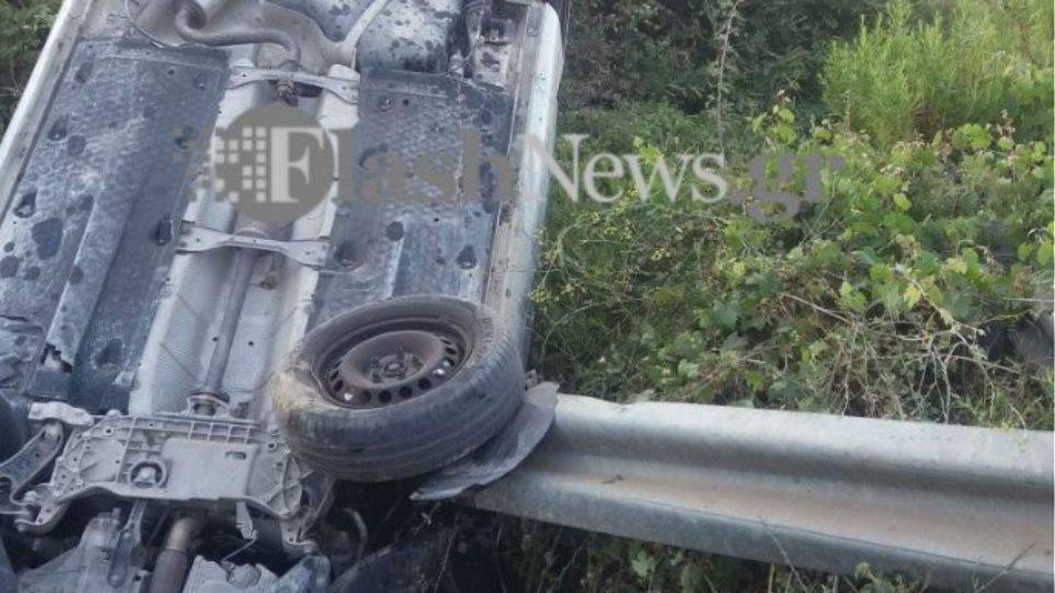 Τρομακτικό τροχαίο ατύχημα στα Χανιά: Αυτοκίνητο «καρφώθηκε» πάνω σε μπάρα! (φωτο&βιντεο)