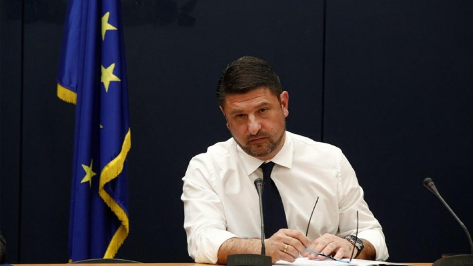 Απαγορεύονται από αύριο οι δημόσιες συναθροίσεις άνω των 10 ατόμων! 1000 ευρώ το πρόστιμο!