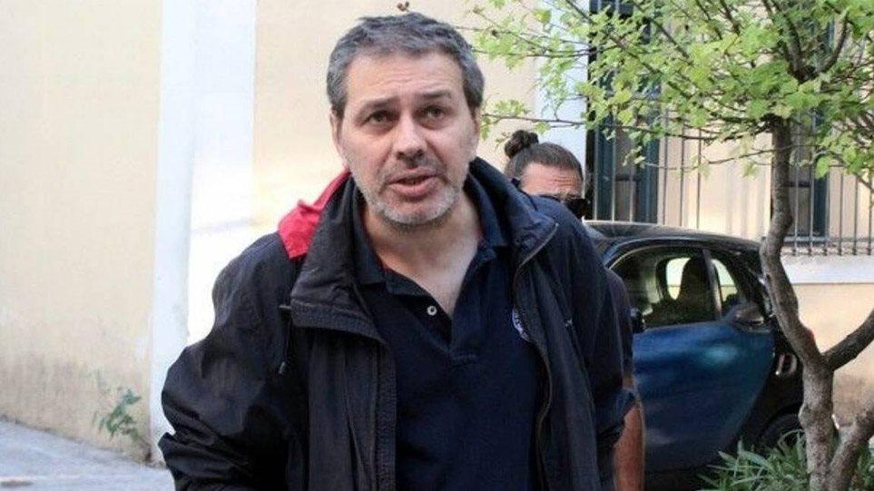 Η ψυχραιμία και η άμεση αντίδραση του δημοσιογράφου Στέφανου Xίου του έσωσαν τη ζωή – Πως μπλόκαρε το όπλο του δολοφόνου! ΔΕΙΤΕ ΦΩΤΟΓΡΑΦΙΕΣ από τον τραυματισμό του – ΠΡΟΣΟΧΗ ΣΚΛΗΡΕΣ ΕΙΚΟΝΕΣ – Ελεγχόμενη η κατάσταση μετά την απόπειρα δολοφονίας!