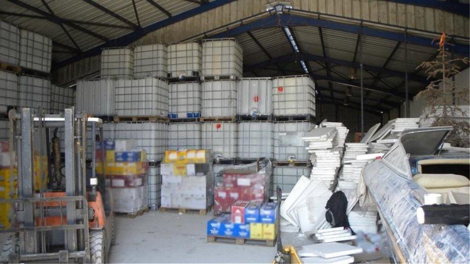 ΑΑΔΕ: Εντόπισε κύκλωμα παραγωγής και διακίνησης νοθευμένων ποτών – Κατασχέθηκαν 13 τόνοι οινοπνεύματος!