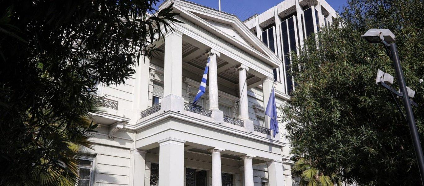 Απολογία Αθήνας προς Άγκυρα για κάψιμο τουρκικής σημαίας χτες στο Σύνταγμα: «Καταδικάζουμε την προσβολή της Τουρκίας»
